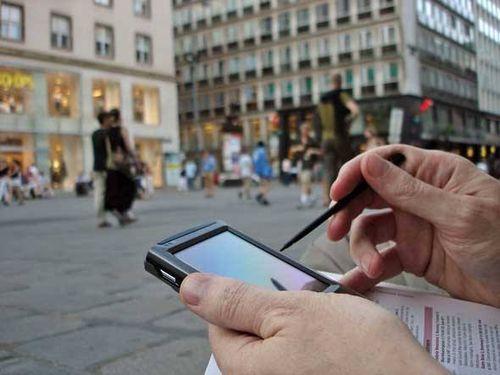 Size_590_pessoa-usando-smartphone